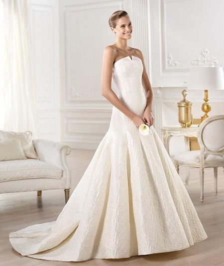 Роскошное свадебное платье фасона годе с пышной юбкой