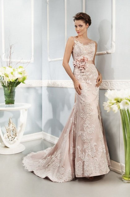 Светло-розовое свадебное платье 2014 года