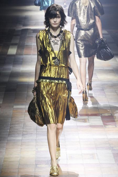 Золотистое V-образное платье 2014 в коллекции Lanvin