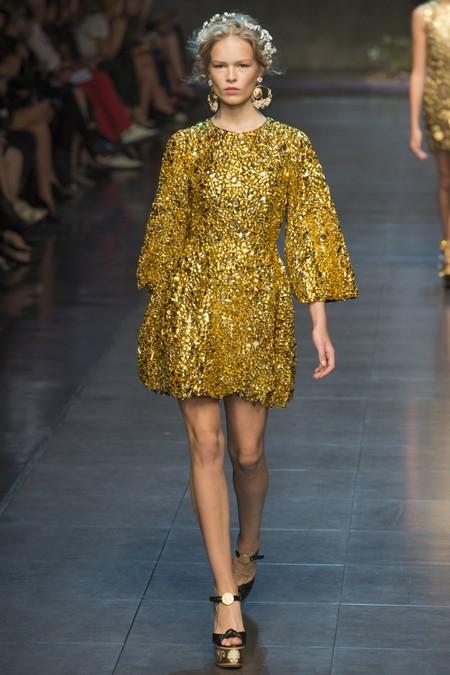 Золотистое короткое платье Dolce Gabbana Весна-Лето 2014