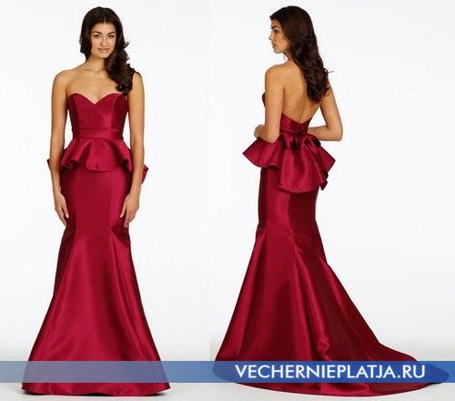 Длинное красное платье с баской для свидетельницы