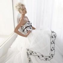 Черно-белые свадебные платья – прелестное очарование невесты