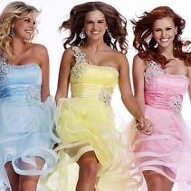Платье на одно плечо – элегантная асимметрия и шик