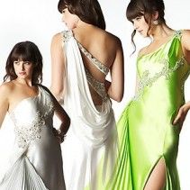 Вечерние платья с вырезом на спине – манящая красота