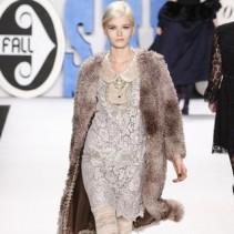 С чем носить платье зимой 2012-2013: правильный выбор для разных случаев