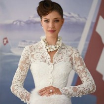 Свадебные платья с воротником: очаровательное обаяние