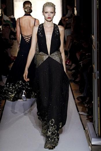 длинное черное вечернее платье от Yves.