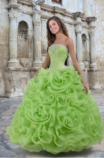 Цветные платья и размеров из