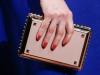 Какой клатч подойдет к синему платью, на фото модель Valentino