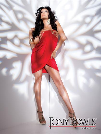 Красное короткое платье платье и