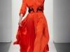 Длинное вечернее платье оранжевого цвета от Bottega Veneta