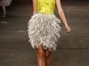 Платье баллон с перьями и открытыми плечами от Christian Siriano