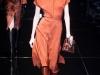 Оранжевое платье длина миди