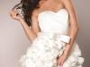 Короткое белое платье с бантом