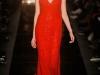 Красное платье с глубоким декольте от Monique Lhuillier