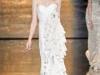 Белое длинное платье с воланами