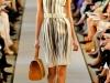 Платья-футляр в вертикальную полоску от Oscar de la Renta
