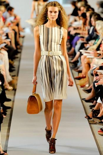платья футляр в морском стиле.