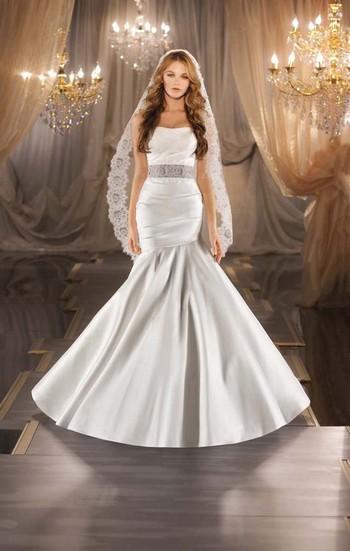 Пышное свадебное платье и фата