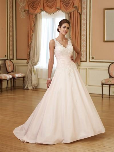 Шикарные свадебные платья фото со шлейфом