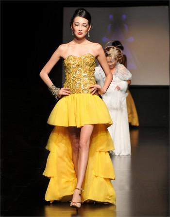 ...фото самых модных платьев 2011 со шлейфом от известных дизайнеров.