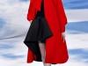 Красное пальто к черному платью, коллекция Christian Dior