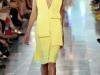 Оригинальная модель желтого платья от Christopher Kane