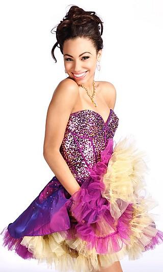 Более 40 фото самых изысканных вечерних платьев на выпускной 2012 года.