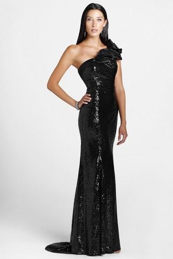 Черное платье со шлейфом фото