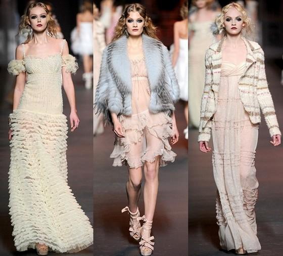 Модные платья Christian Dior бежевого цвета
