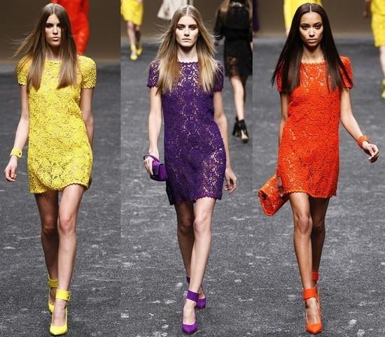 Короткие кружевные платья Blumarine 2011