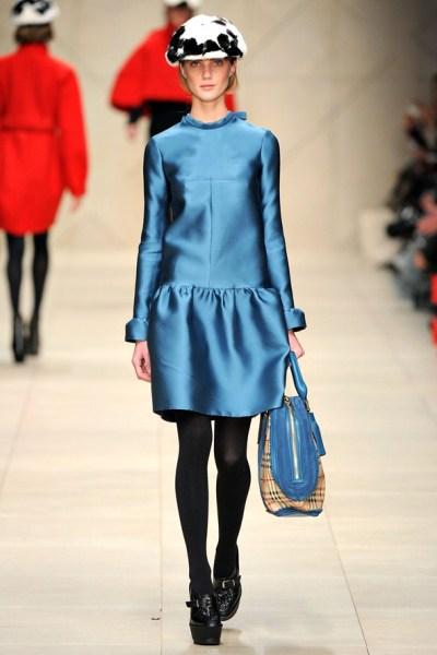 Синее платье Осень-Зима 2011-2012 от Burberry Prorsum