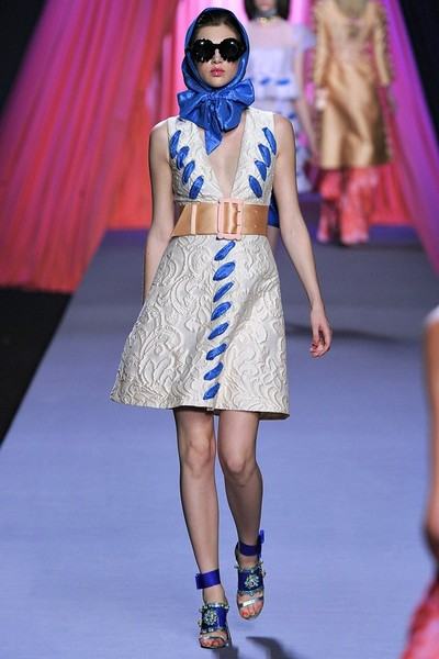 Платья с V-образным вырезом весна-лето 2012 от Viktor & Rolf