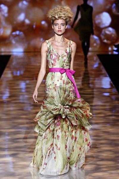Вечернее платье русалка с V-образным вырезом от Бэдгли Мишка, весна-лето 2012