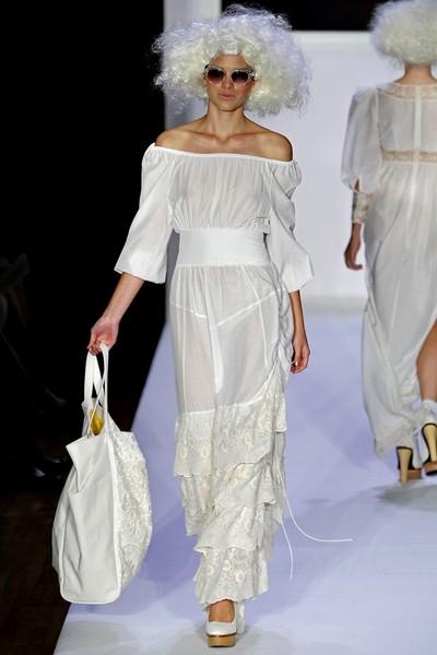 Белое платье от Bebe – бельевой стиль в одежде