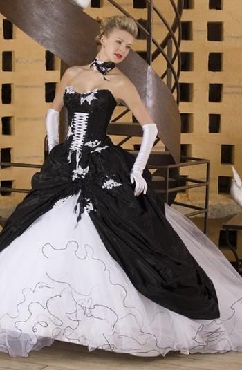 Платье черно белое со шлейфом