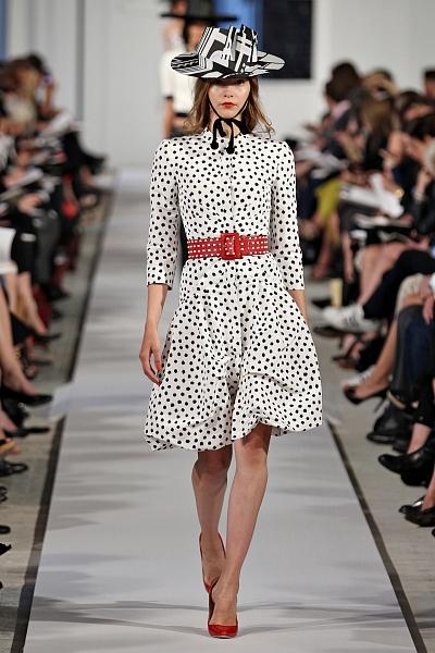 Модное платье в горошек от Oscar de la Renta, сезон Весна-Лето 2012