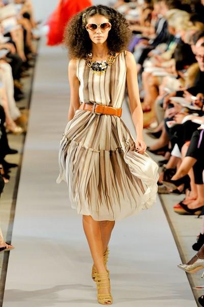 Летнее платье в полоску от Oscar de la Renta