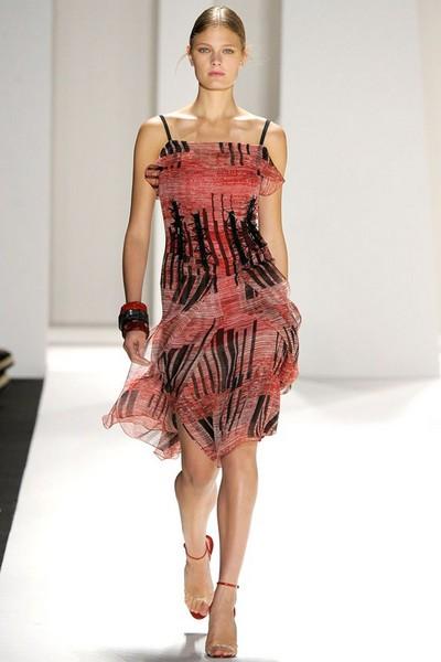 Платья-сарафаны 2012 в полоску от Carolina Herrera