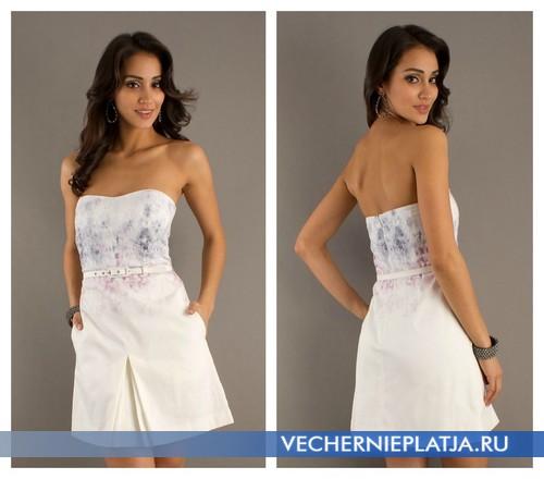 Короткое белое платье без бретелек