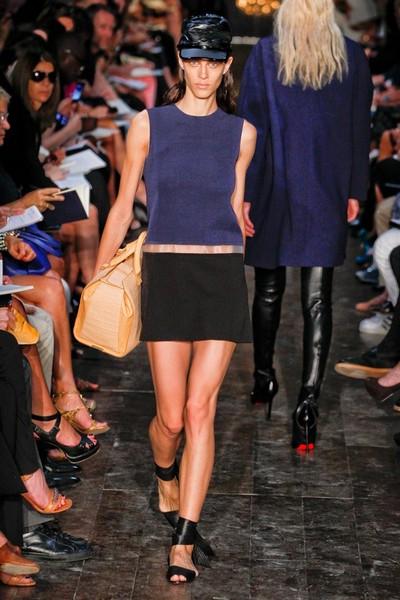 Спортивный стиль одежды для девушек от Victoria Beckham