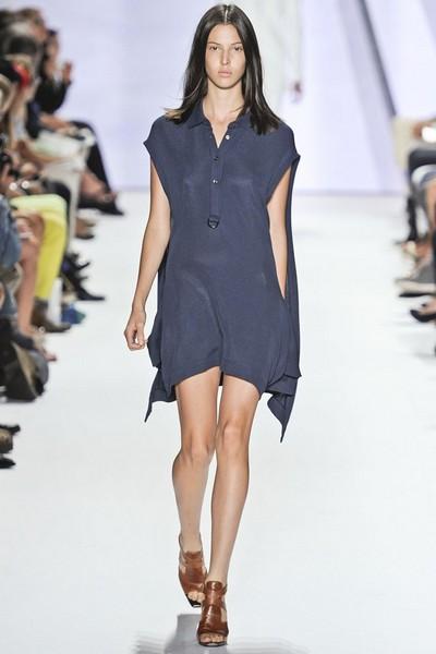 Спортивный стиль одежды для женщин, платье от Lacoste