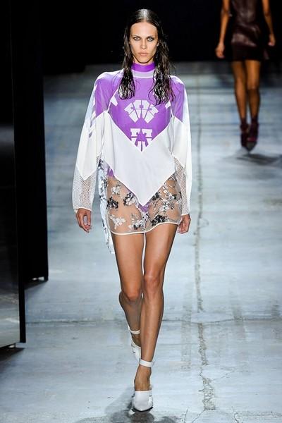 Короткое платье в спортивном стиле от Alexander Wang