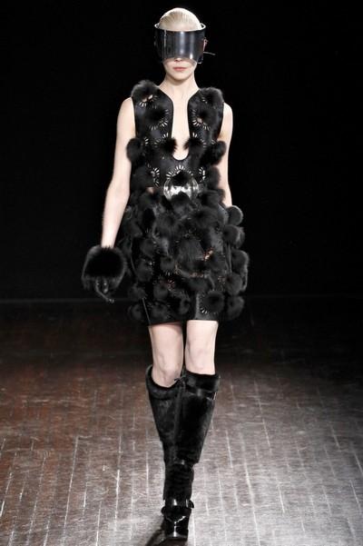 Платья с мехом на осень 2012, Alexander McQueen - коллекция Осень-Зима 2012-2013
