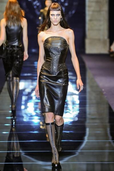 Кожаные платья на осень 2012, Versace