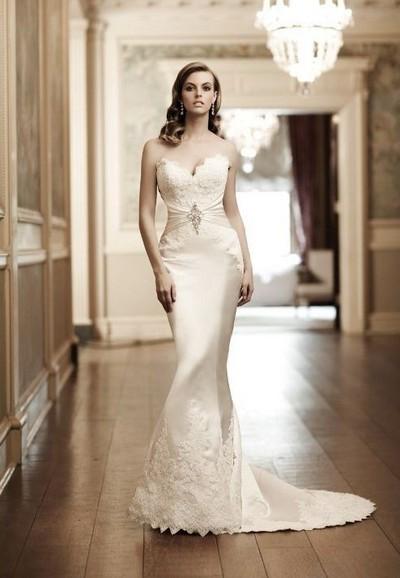 Свадебное платье с длинным шлейфом и юбкой годе