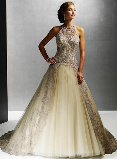 Необычное свадебное платье с воротником