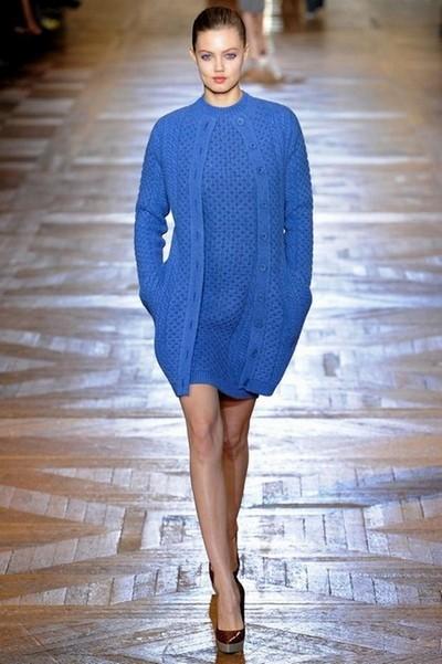 Синее вязаное платье и кардиган от Stella McCartney Осень-Зима 2012-2013