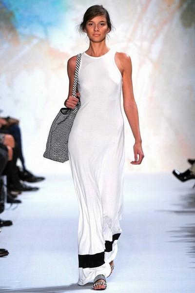 Белое платье с черной отделкой фото