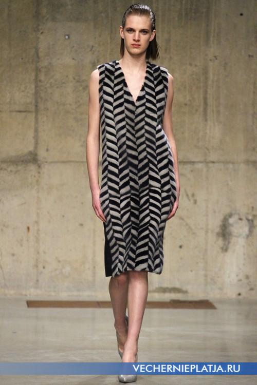 Платье с узором меховое от Richard Nicoll